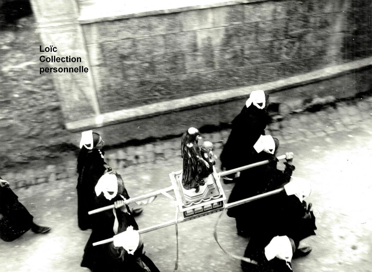 procession-1930.jpg